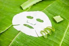 Szkotowa maska z aloesem na tle bananowy liść Organicznie kosmetyka pojęcie Zdjęcie Royalty Free