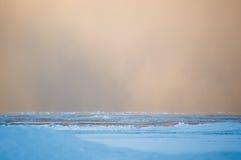 Szkwałowy śnieg chmurnieje przy świtem nad Jeziornym Huron Zdjęcie Stock