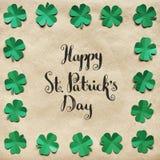 Szmaragdowa zielonego papieru shamrock liści wianku granicy koniczynowa rama dalej Zdjęcie Royalty Free