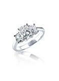 Szmaragdowy brylant Ciie trzy kamiennego diamentowego pierścionek Zdjęcia Royalty Free