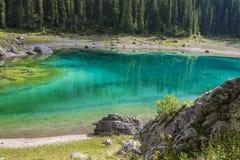 Szmaragdowy halny jezioro Zdjęcia Royalty Free