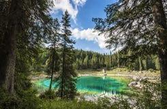Szmaragdowy halny jezioro Fotografia Royalty Free