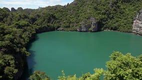 Szmaragdowy jezioro także Dzwonił Talay Nai w Angthong Krajowym Morskim parku w Tajlandia zbiory