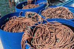 Sznurów rybacy na osuszce, dla łowić W błękitnej baryłce Zdjęcie Royalty Free