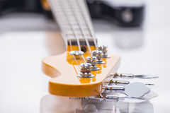 Sznurki basowa gitara, zbliżenie strzelanina Fotografia Royalty Free