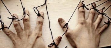 Sznurki na rękach zdjęcie royalty free
