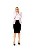 Szokować biznesowej kobiety mienia ręki na podbródku Zdjęcie Stock