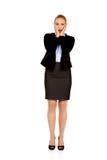 Szokować biznesowej kobiety mienia ręki na podbródku Obrazy Royalty Free