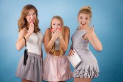 Szokować kobiety trzyma ręki kiesy portfel Obrazy Stock