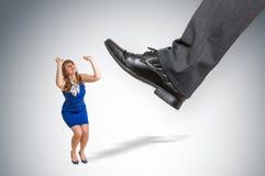 Szokująca mały biznes kobieta pod szefa naciskiem Zdjęcie Stock
