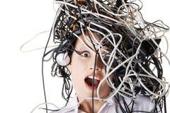 Szokujący bizneswoman z kablami na głowie obraz stock