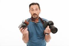 Szokujący dojrzały mężczyzna fotograf zdjęcie royalty free