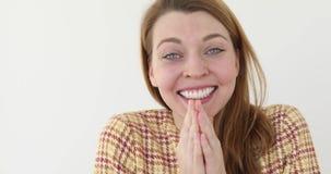 Szokujący szczęśliwej kobiety nakrywkowy usta odizolowywający zbiory