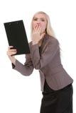 Szokująca biznesowa kobieta patrzeje papier Zdjęcie Royalty Free