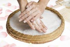 szorować ręce soli Fotografia Royalty Free