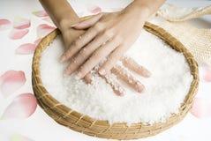 szorować ręce soli Zdjęcie Stock