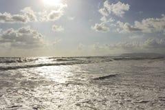 Szorstcy morza w Versilia przy zmierzchu czasem Fotografia Royalty Free