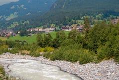 Szorstka halna rzeka w Szwajcarskich Alps, Grindelwald, Europa obrazy stock