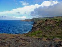 Szorstki i skalisty brzeg przy północnego zachodu wybrzeżem Maui, Hawaje, usa obraz stock