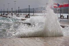 Szorstki morze Na molu Zdjęcie Royalty Free
