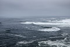 Szorstki przypływ na Atlantyckim oceanie Obrazy Stock