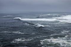 Szorstki przypływ na Atlantyckim oceanie Obrazy Royalty Free