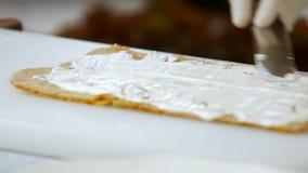 Szpachelki kładzenia śmietanka na shortcake zbiory wideo