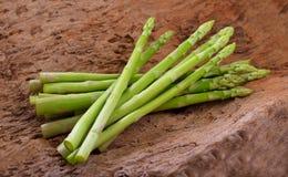 szparagowego tła pojęcia świeży zielony zdrowy jarzynowy drewniany Obraz Royalty Free