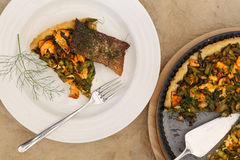 Szparagowego Zucchini Łososiowy Quiche Z Domowej roboty Shortcrust ciastem Zdjęcia Royalty Free