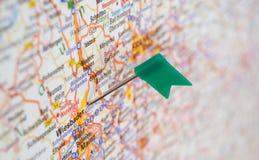 Szpilka na mapie Niemcy pokazywać przy Wiesbaden. Obrazy Stock