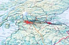 Szpilka na mapie z Glasgow miastem Fotografia Stock