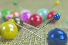 Szpilki i barwiony piłka temat obrazy royalty free
