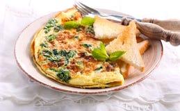 Szpinak, mennic grzanki i omlet i Zdjęcie Stock
