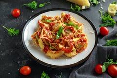 Szpinaka ricotta pierożek w pomidorowym kumberlandzie z dzikim rakiety i parmesan serem zdjęcia royalty free