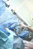 Szpitalne praca asystenta pielęgniarki podczas operaci Obrazy Royalty Free