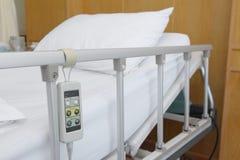 Szpitalny biały łóżko Fotografia Royalty Free