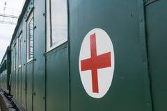 Szpitalny furgon z czerwonym krzyżem Fotografia Stock