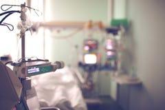 Szpitalny oddział z wyposażeniem zamazujący tło zdjęcia royalty free