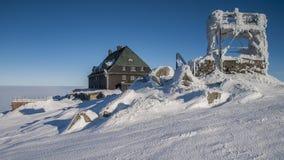 Szrenica - pensão da montanha em montanhas gigantes/Szrenica - rskie w Karkonoszach do ³ do gà do schronisko Fotografia de Stock Royalty Free