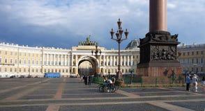 Sztaba Generalnego budynek i pałac kwadrat w Świątobliwym Petersburg Obrazy Royalty Free