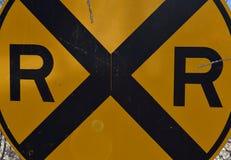 Sztachetowej drogi znaka skrzyżowanie zdjęcie royalty free