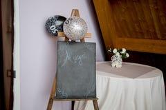 Sztaluga widok z blackboard i balonami dla urodziny Fotografia Stock
