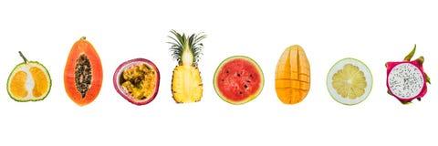 SZTANDAR Mnóstwo różne tropikalne owoc ciie połówki odizolowywać na bielu Długi format zdjęcie stock
