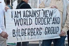 Sztandar przeciw porządkowi nowego świata i Bilderberg grupie Zdjęcie Royalty Free