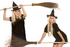 sztandaru czerń miotły Halloween kapeluszu czarownica Fotografia Stock