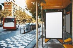 Sztandaru mockup w przystanku autobusowym obrazy stock