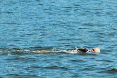 SZTOKHOLM, AUG -, 24: Lisa Norden rozgrzewkowy up w zimnej wodzie był Zdjęcie Stock