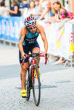 SZTOKHOLM, AUG -, 24: Romina Palacio Balena jeździć na rowerze starego miasteczko Obrazy Royalty Free