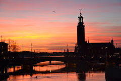 Sztokholm od wzgórza - urząd miasta Stan i Gamla fotografia stock