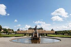 Sztokholm pałac lub Royal Palace, widok od fontanny przy parkiem, Szwecja fotografia royalty free